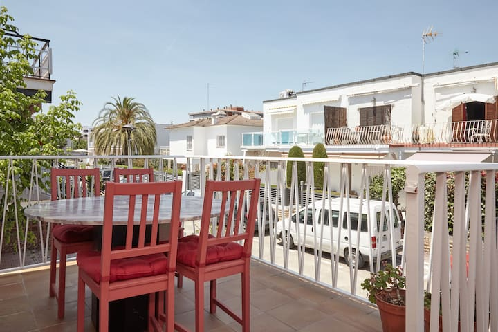 Apartment in residential area close to the beach