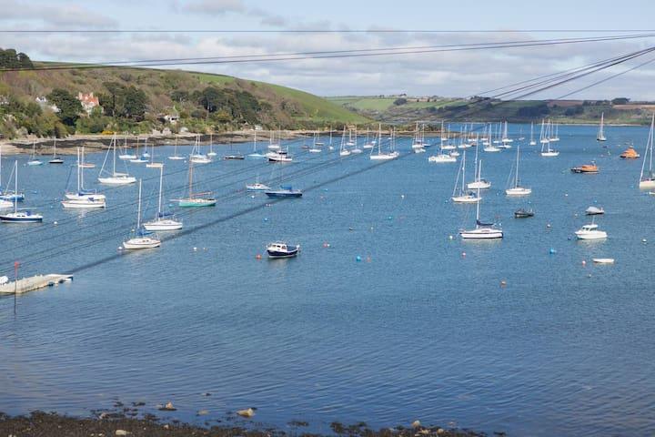 Stylish Harbour-front apartment, amazing views