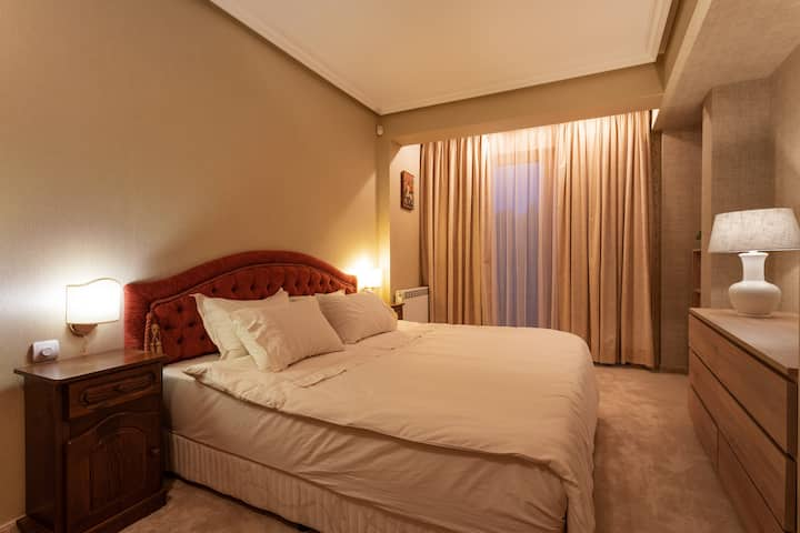 "Luxurious bedroom ""Violeta"", Chamurkov City House"