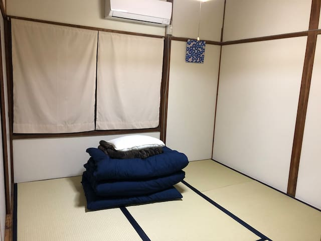 Kokura Guest House COCOYADO twin room  free WiFi