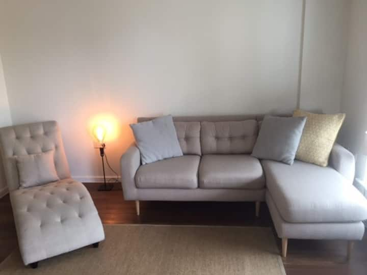 AUGUST SPECIAL DISCOUNT-Modern 1 BR Flat w Balcony