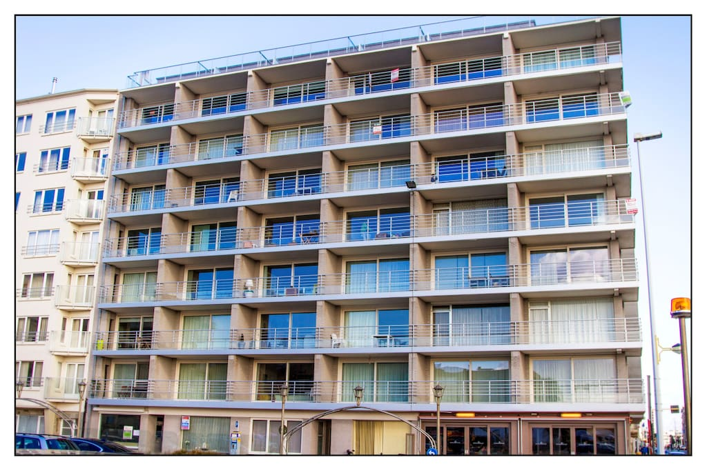 Residentie Sint-Christophe met toegang  tot het appartement via de Albert I-Laan, maar met uitzicht over het Ijslandplein