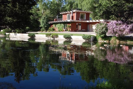 Chalet on the River, just upstream from Salida - サライダ