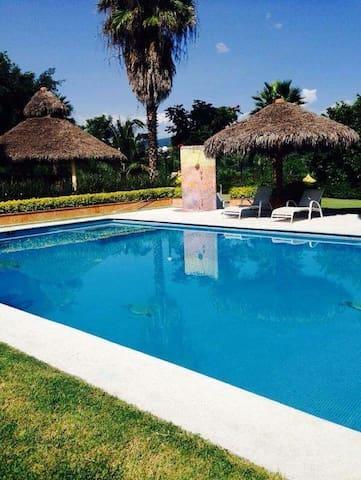 Casa ideal, fines de semana, puentes y vacaciones - Xochitepec - Huis