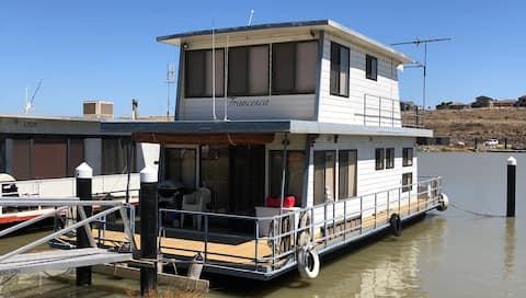 Houseboat Accomodation in Mannum Marina