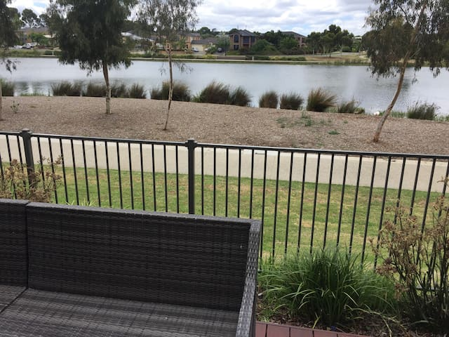 Lakeside Home - Pakenham - Adosado
