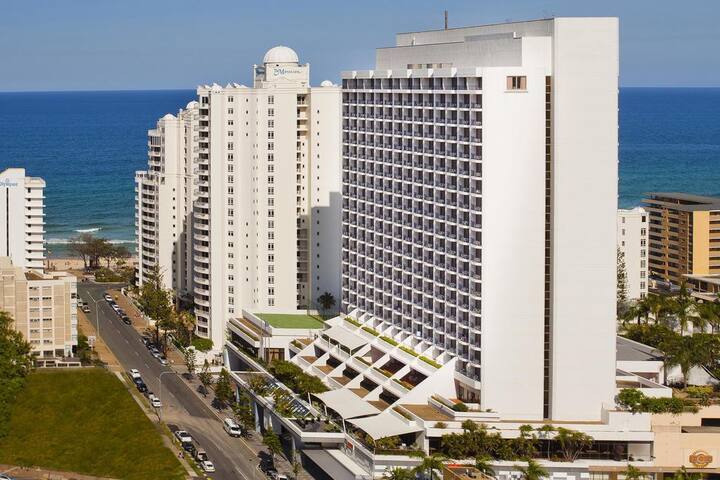 the hotel building is 100meters from the beach of Surfers Paradise
