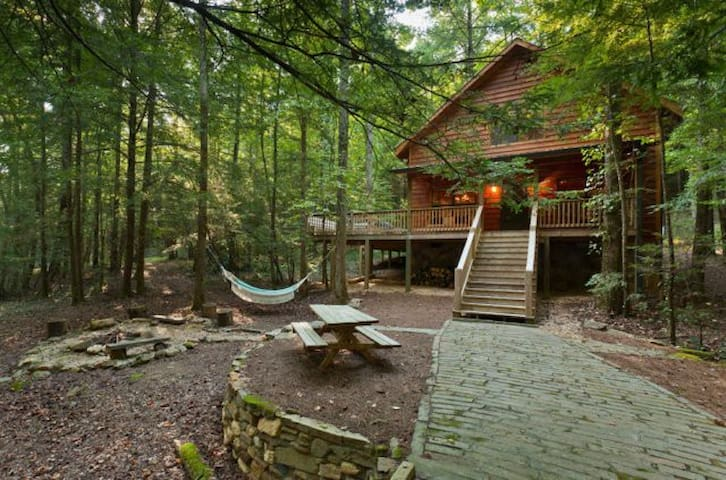 Secluded creek front cabin in Cohutta Wilderness