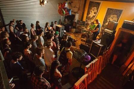 Hostel in DiY Venue (yup) YTL - Brooklyn - Loft