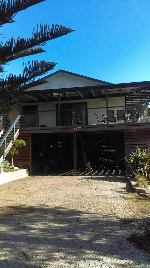 Symuya holiday house on the 90 Mile beach