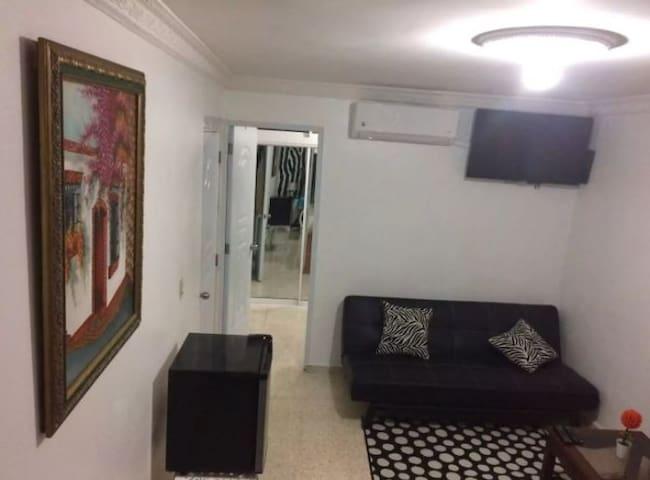 Habitación amueblada a 400 mts de zona colonial A