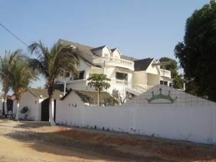 #4 princess apartments 230 mt to Senegambia strip