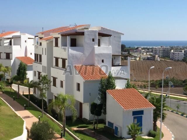 Studio avec belle terrasse, vue sur mer & piscine