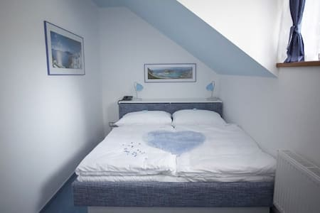 Comortable double bed in the bedroom