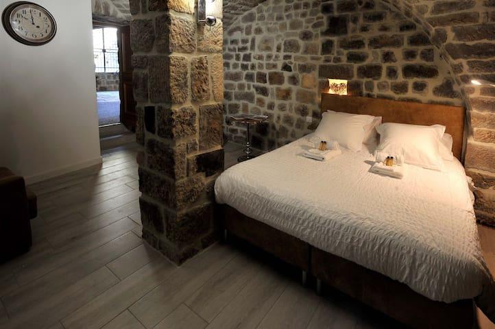 Chambre spacieuse, sauna, jacuzzi