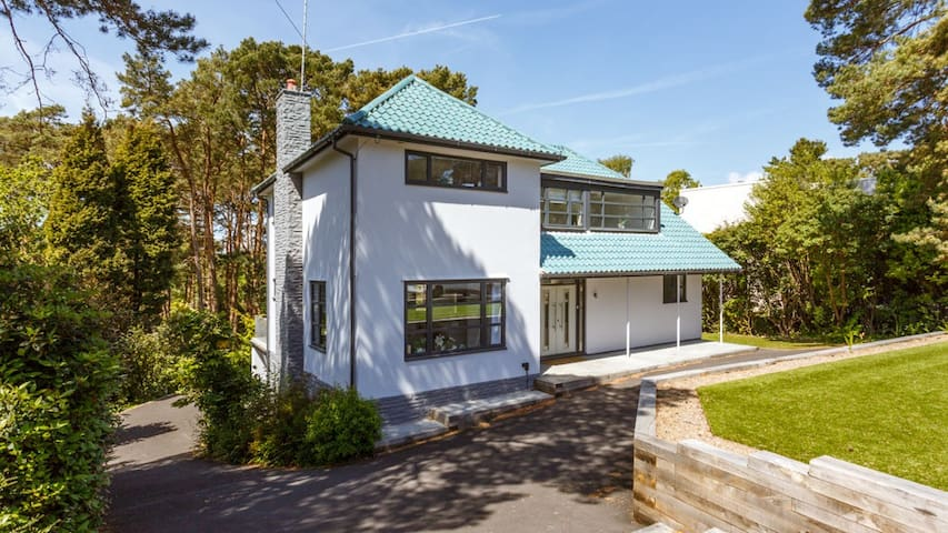 'Pinewood' - fabulous home in Canford Cliffs