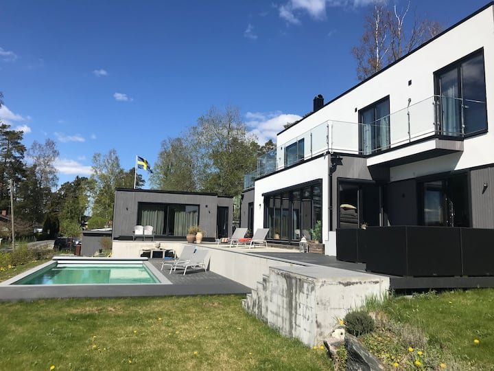 Sea view villa with pool in Stockholm Archipelago
