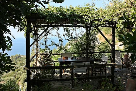 Lovely house with amazing sea view in Old Village - Alonnisos - Ev