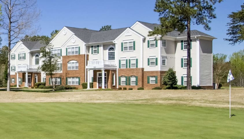 Greensprings Vacation Resort 2BR Suite, SUNDAY Check-In