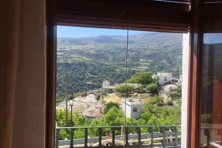 Casa Taller: mountain & sea views, Bubión