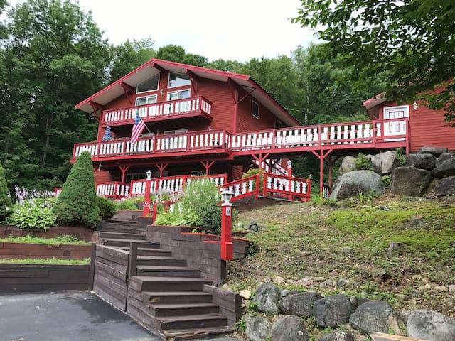 Winnie's Mountain Spacious Home in Woodstock NH