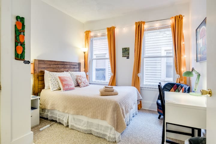 Walk Yale/Downtown;AC,BFast,Bikes,Wifi,FreeParking