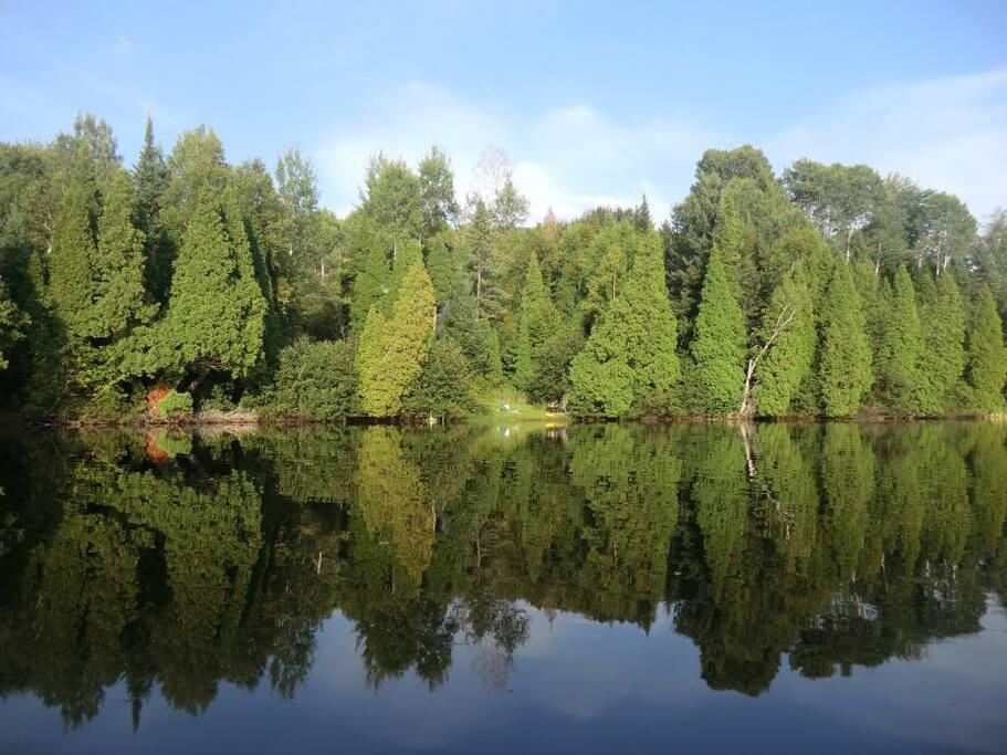 Lac tranquille, sans embarcation moteur