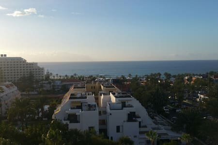 Room in centre of Las Americas. 5min walk to beach - Arona