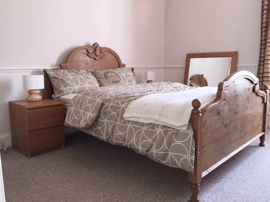 Master bedroom, king size oak bed