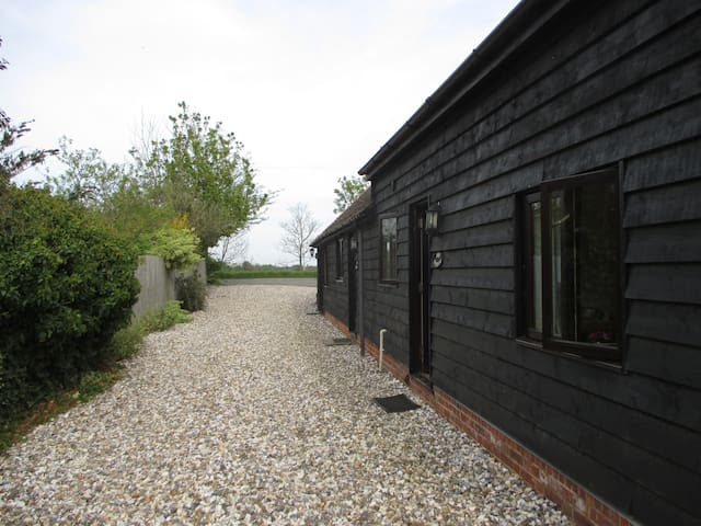 Self contained cottage for families or couples - Sutton Courtenay - House