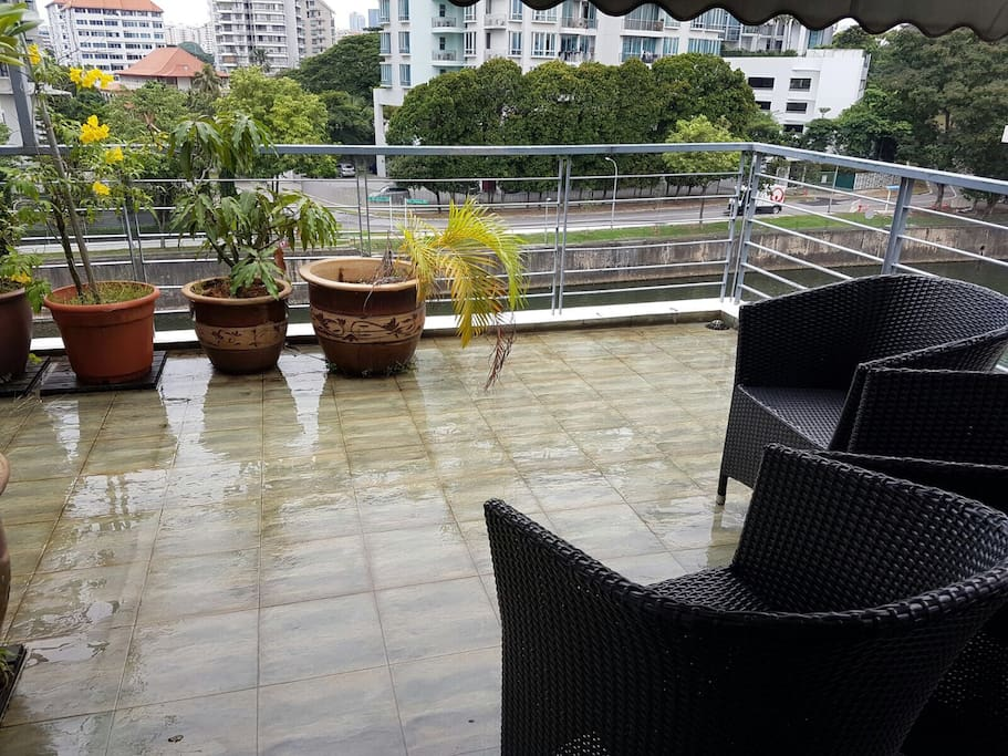 Room with balcony overlooking river houses for rent in for Balcony overlooking city