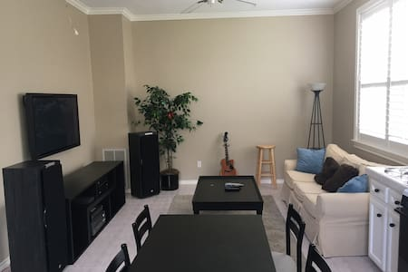 NEW: Bellaire Garage Apartment - Near NRG Stadium - Bellaire