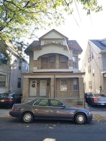 Awesomely cozy, large 3 bedroom APT near NYC/EWR