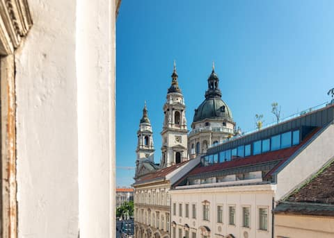 Bright & Spacious Loft in the Center/Basilica View