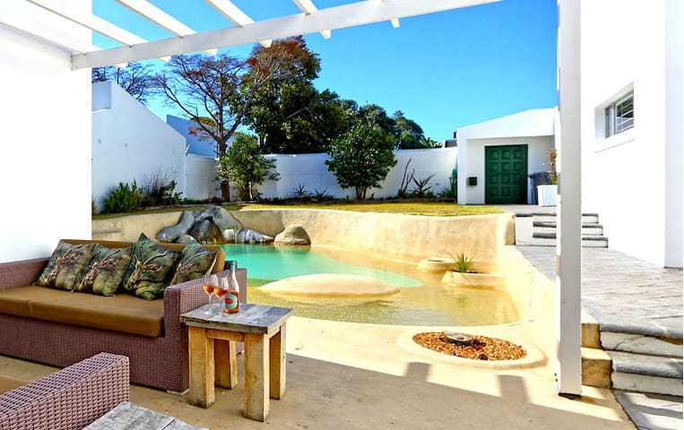 Fun In The Sun With Sparkling Pool on Lake - EastL - Cape Town - House