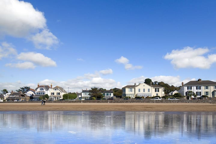 Upper Instow Beach Cottage