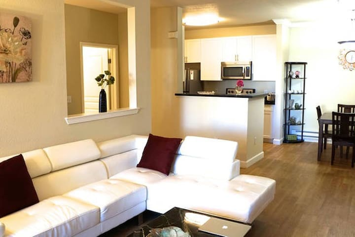 Lux 2BR/2BA Central Silicon Valley - Cupertino - Apartment