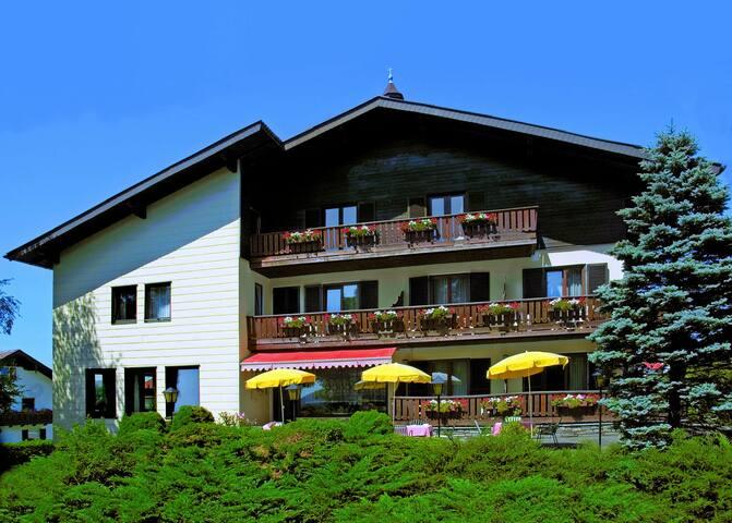 Gästehaus Lauterbacher GWB - Neumarkt am Wallersee - Hus