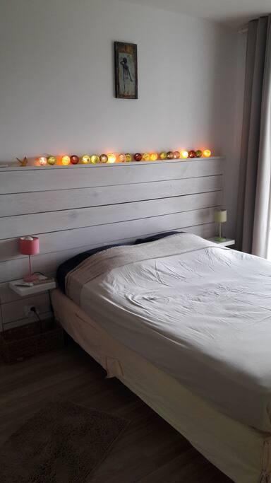 La chambre vue mer et sur les potins du Carbet depuis le lit.