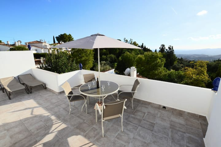 House in Mijas la Nueva with stunning views!