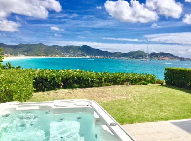 Beachfront 2 bedroom with jacuzzi-close to Maho - Simpson Bay - Apartemen