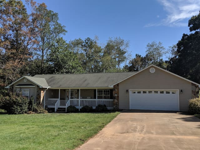 Spacious 3 BR Home Perfect for Asheville Getaway!