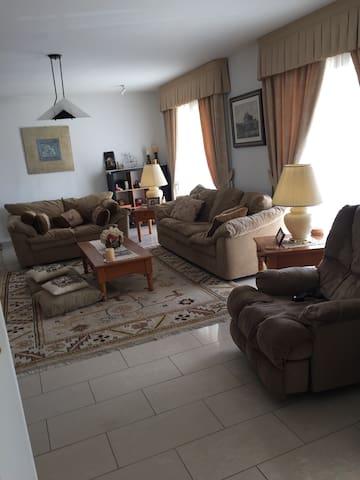 """Oasis of Calm"" Comfortable 5 Rooms in Nicosia - Nicosia - บ้าน"
