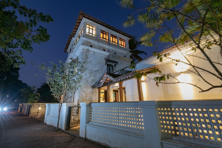 Luxurious 4 BHK Villa with Caretaker in Candolim