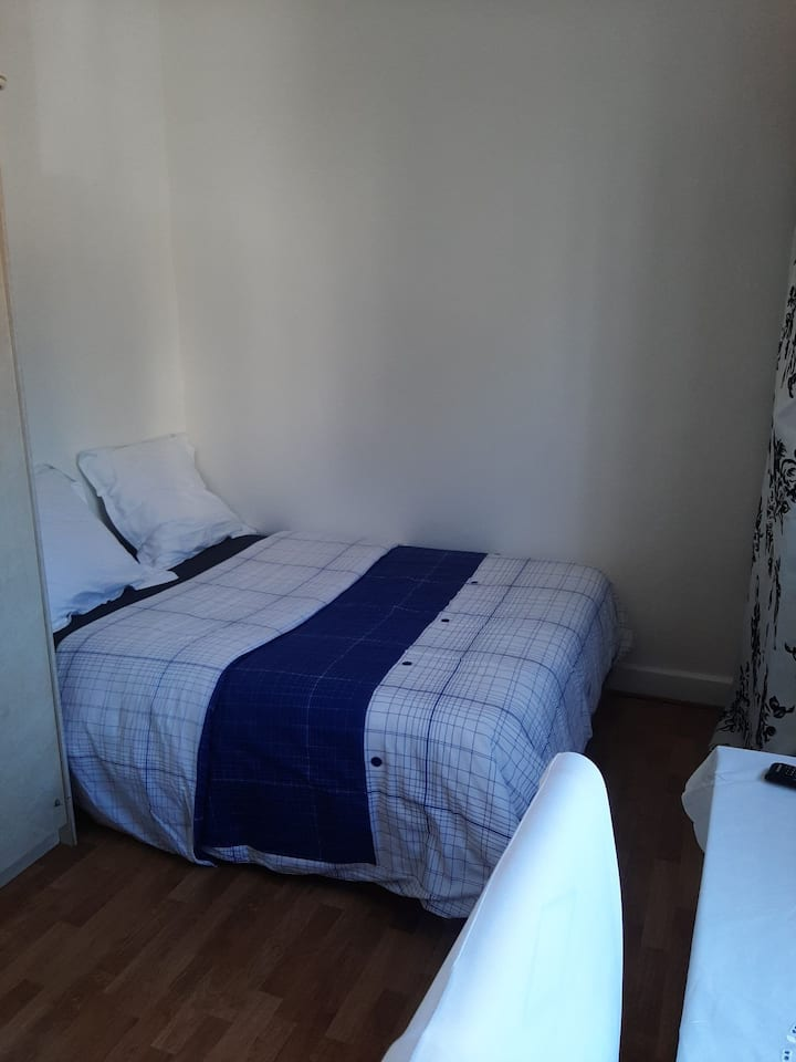 Chambre spacieuse, lumineuse, gd confort, wifi, TV