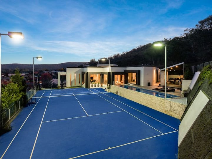 THE MOUNTAIN VIEW MANSION w/ Pool and Tennis Court