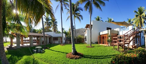 Beautiful Beachfront house, ideal for big families