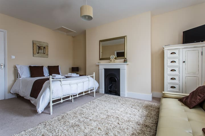 4* B&B - family suite, sleeps 2 adults 2 children - Eastbourne - Bed & Breakfast