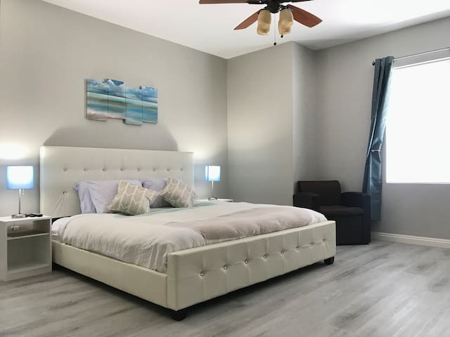 Luxury Master bedroom w/private bathroom & TV