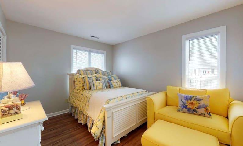 2nd bedroom / full-size mattress